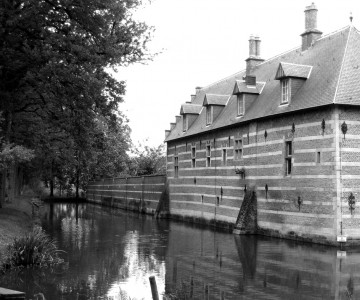 http://www.buro-lino.nl/wp-content/uploads/2013/12/Heeswijk-afb-3-kasteel-HeeswijkZW.jpg